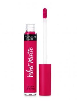 More about Матовая крем-помада для губ Obsessed из серии Velvet Matte от Victoria's Secret