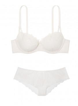 Комплект белья Demi из коллекции Dream Angels от Victoria's Secret
