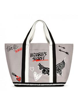 Стильная сумка Graffiti от Victoria's Secret