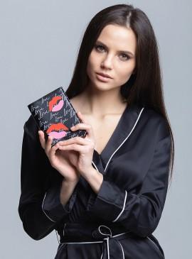 Фото Обложка для паспорта Lip Zip от Victoria's Secret