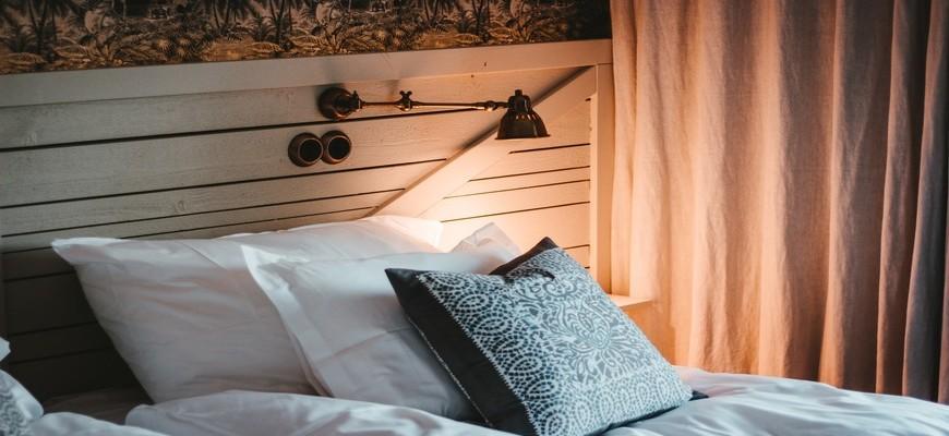 Как сделать вашу спальню красивее и уютнее без больших затрат?